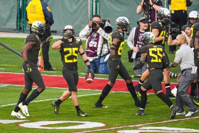 Oregon S Brady Breeze (25) celebrates his third quarter touchdown.