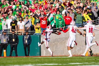 Wisconsin WR Aron Cruickshank (1) high-stepped after returning a kickoff for a touchdown in the first quarter.