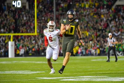 Oregon QB Justin Herbert (10) races to the endzone to score the go-ahead touchdown.
